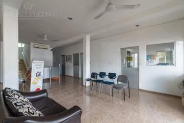 Fotografía 7 de Se renta espacio con 7 oficinas y más. ¡Sobre avenida!