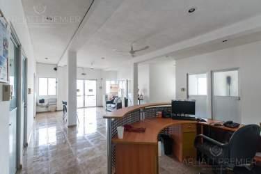 Fotografía 10 de Se renta espacio con 7 oficinas y más. ¡Sobre avenida!