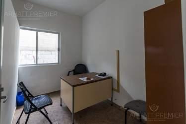 Fotografía 11 de Se renta espacio con 7 oficinas y más. ¡Sobre avenida!